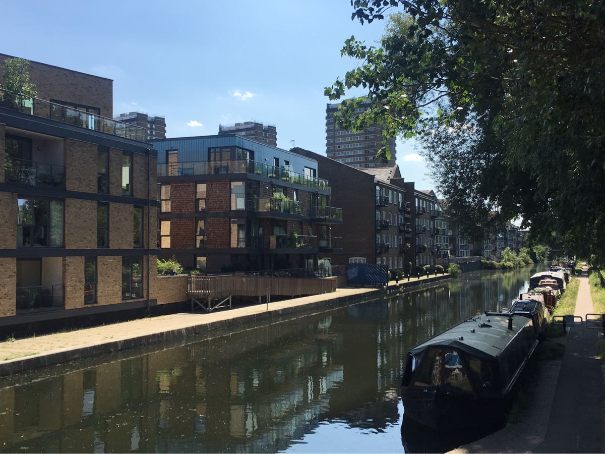 Hertford Union Canal, towards roman road, London